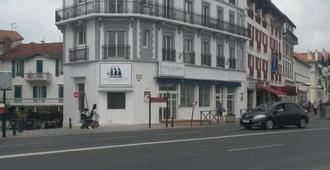 Brit Hotel De Paris - แซ็ง-ฌอง-เดอ-ลูซ