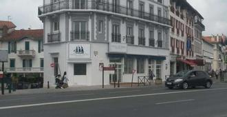 Brit Hotel De Paris - סן-ז'ן דה-לו