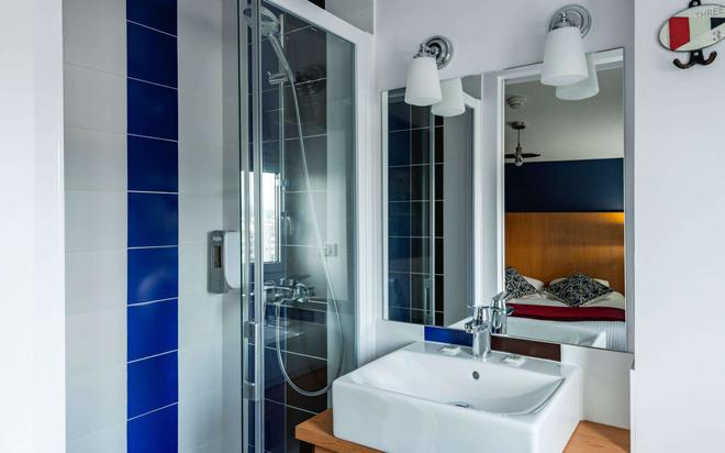 Brit Hotel De Paris - Saint-Jean-de-Luz - Μπάνιο