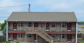 Hyannis Host Inn - Hyannis - Building