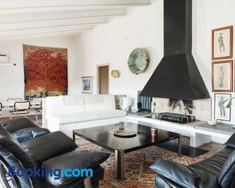 Apartaments Can Gibert - Castelló d'Empúries - Wohnzimmer