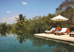 普瓦瑯勃拉邦貝爾蒙公寓酒店 - 龍坡邦 - 龍坡邦 - 游泳池