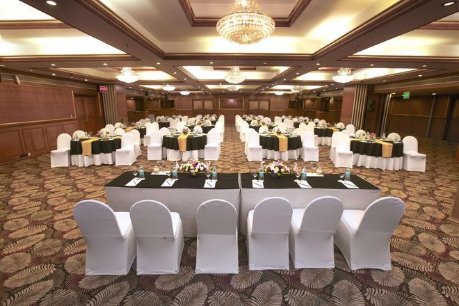 Clarks Exotica Airport Hotel - 德瓦恩哈爾利 - Devanhalli - 宴會廳