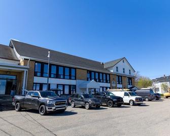 Lofts Hôtel Gaspésie - Sainte-Anne-des-Monts - Edificio