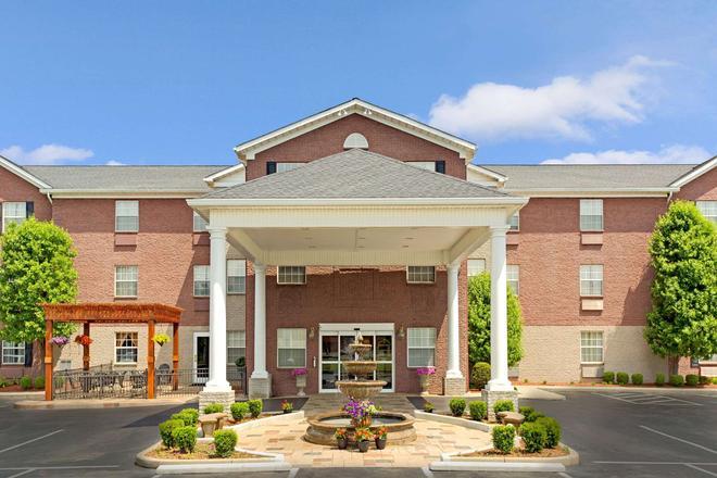 Hawthorn Suites by Wyndham Cincinnati - Cincinnati - Building