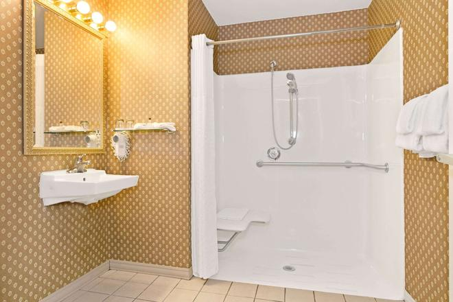 Hawthorn Suites by Wyndham Cincinnati - Cincinnati - Bathroom