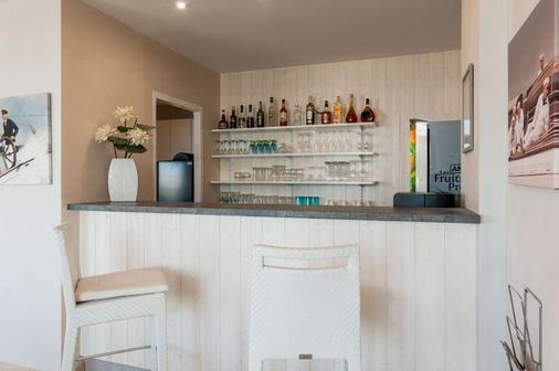 The Originals Boutique, Hôtel Miramar, Royan (Inter-Hotel) - Royan - Bar