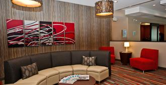 Holiday Inn Express & Suites Columbus - Easton Area, An IHG Hotel - Columbus - Lounge