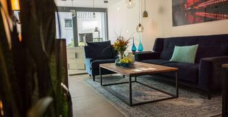 Suytes Business Studios - Heidelberg - Living room