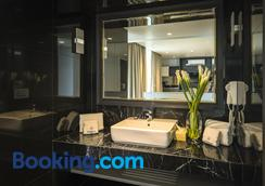 Apartelle Jatujak Hotel - Bangkok - Bathroom