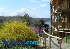 Beaver Lakefront Cabins - Couples Only Getaways - Eureka Springs - Outdoor view