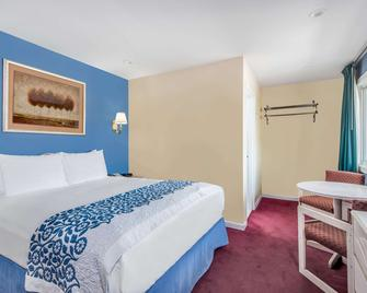 Days Inn by Wyndham Hicksville Long Island - Hicksville - Bedroom