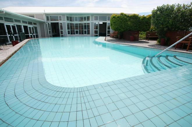 Brentwood Hotel - Wellington - Pool