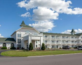 Clarion Hotel and Suites - Wisconsin Dells - Building