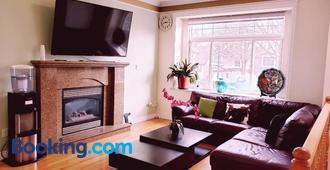 Lisa's lovely little house - Vancouver - Wohnzimmer