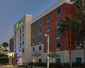 Holiday Inn Express Hotel & Suites Ft Lauderdale Airport/Cru - Fort Lauderdale - Building