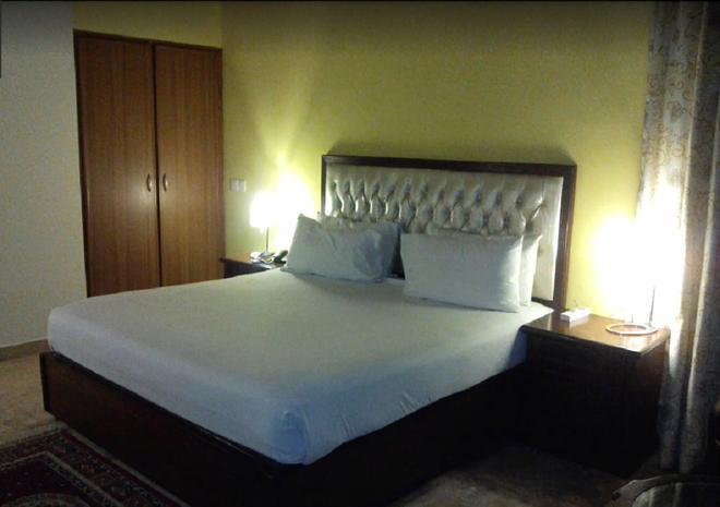 Shalimar Tower Hotel - Lahore - Bedroom