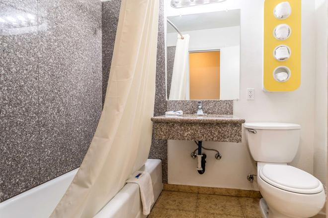 Motel 6 Blythe Ca - Blythe - Μπάνιο
