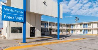 Motel 6 Blythe - South - Blythe - Κτίριο