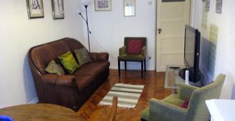 Sabrosa's Flat - Lisbon - Living room