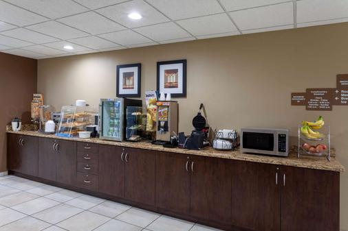 Microtel Inn & Suites by Wyndham Columbia/At Fort Jackson - Columbia - Buffet