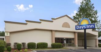 Days Inn by Wyndham Fayetteville-South/I-95 Exit 49 - Fayetteville