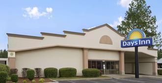 Days Inn by Wyndham Fayetteville-South/I-95 Exit 49 - פאייטוויל