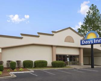 Days Inn by Wyndham Fayetteville-South/I-95 Exit 49 - Fayetteville - Building