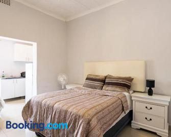 10 Florence street Oakdale Belliville 7530 cape town south African - Bellville - Schlafzimmer