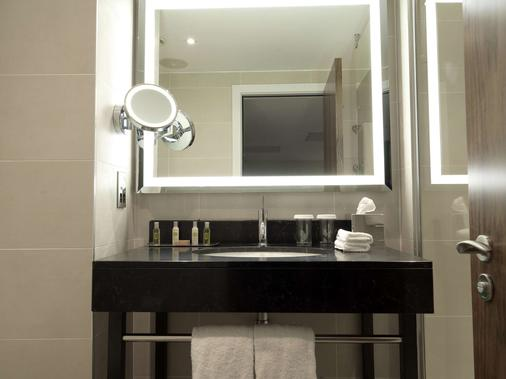 DoubleTree by Hilton Hotel & Spa Chester - Chester - Bathroom