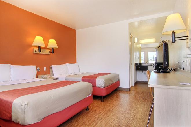 聖安吉洛 6 號汽車旅館 - 聖安吉洛 - 聖安吉洛 - 臥室