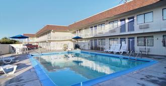 Motel 6 San Angelo - סן אנג'לו - בריכה