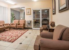 Days Inn by Wyndham Coliseum Montgomery AL - Montgomery - Living room