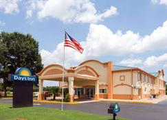 Days Inn by Wyndham Coliseum Montgomery AL - Montgomery - Building