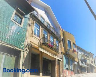 Casa Largo Do Cruzeiro - Peso da Régua - Building