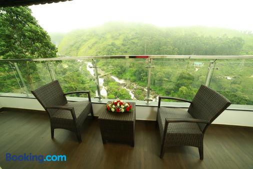 Blanket Hotel and Spa - Munnar - Balcony