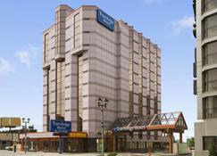 Travelodge by Wyndham Niagara Falls At the Falls - Niagara Falls - Building