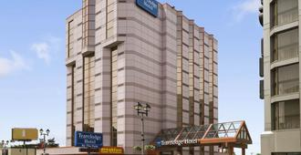 Travelodge by Wyndham Niagara Falls At the Falls - Niagara Falls - Rakennus
