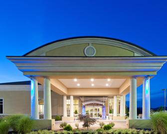Holiday Inn Express Woodstock-Shenandoah Valley - Woodstock - Building