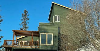 Frenchy's Adventure Bed and Breakfast - Anchorage - Building