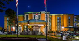 Best Western Plus Galleria Inn & Suites - Memphis - Building