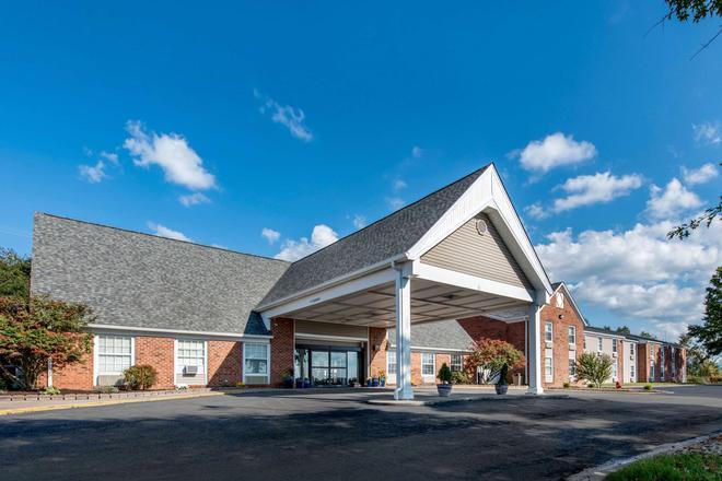 Quality Inn - Morgantown - Building