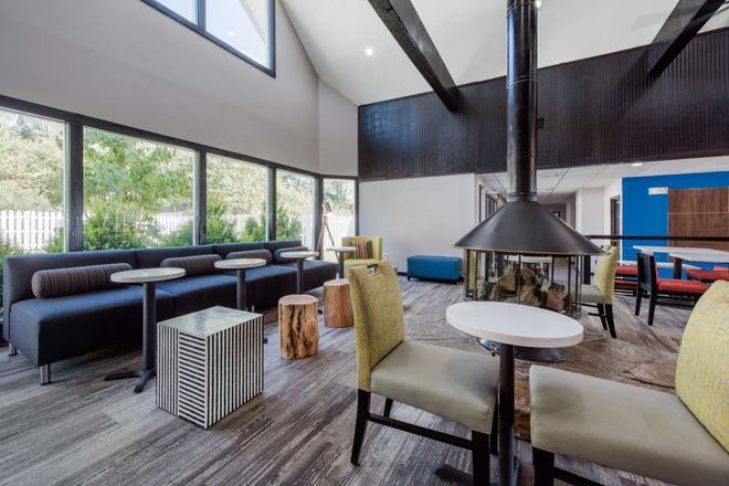 Quality Inn - Morgantown - Lounge
