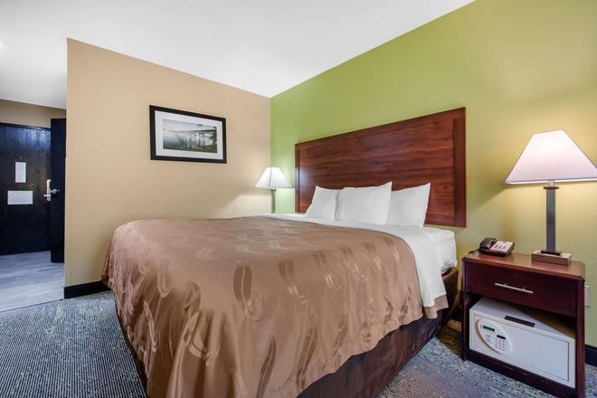 Quality Inn - Morgantown - Bedroom