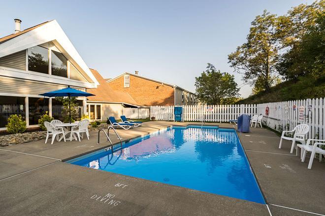 Quality Inn - Morgantown - Pool