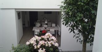 Art Hostel Taurus B&B - Bratislava - Lobby