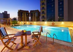 Excelsior Luxury Apartments - Manama - Pool