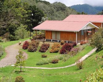 Hotel de Montaña Suria - San Gerardo de Dota - Building