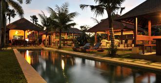 Ganga Hotel & Apartments - דנפסאר - בריכה