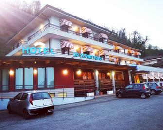 Hotel Lo Scoiattolo - Massino Visconti - Building
